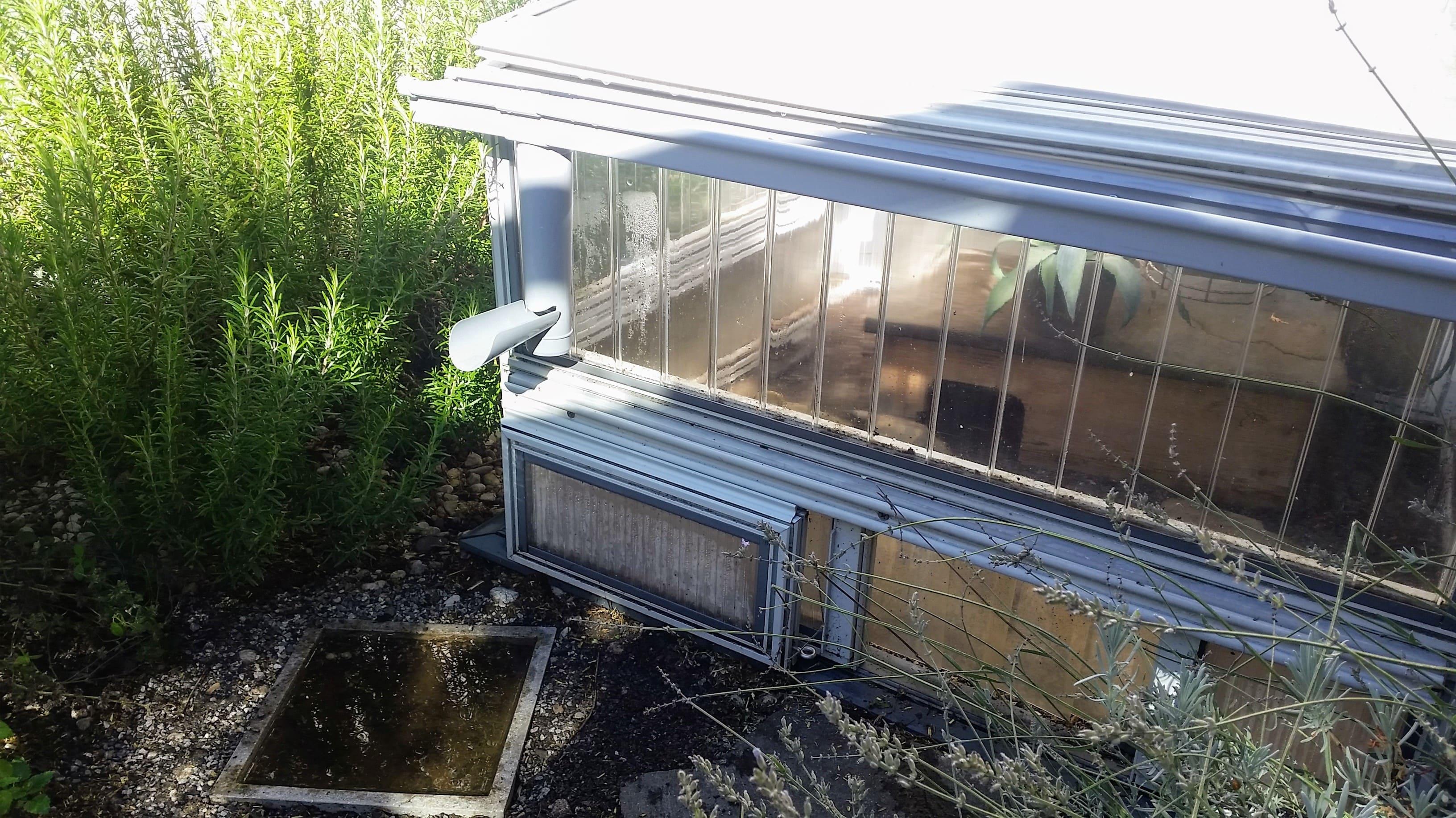 installation einer dachrinne am schildkr ten fr hbeet. Black Bedroom Furniture Sets. Home Design Ideas